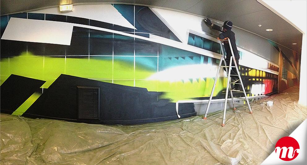 """Graffiti (à la bombe) de 17 x 2,5 m de l'espace """"Cercle des Mécènes"""" au Théâtre Intercommunal le Forum"""